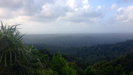 Ein Blick über die Comarca Guna Yala (im Hintergrund: das Inselarchipel San Blas)