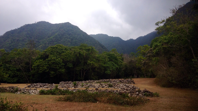 Blick vom El Nispero Zoo auf die Berge von El Valle