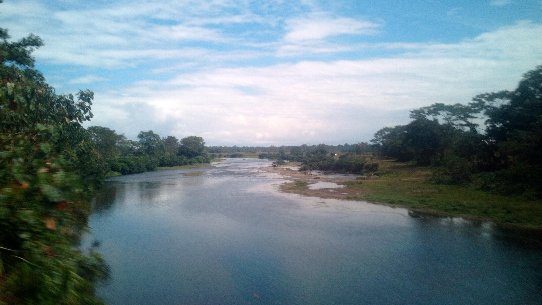 Flusslauf -Impressionen von der Fahrt Boquete - Almirante