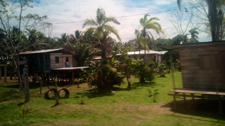 Straßensiedlung - Impressionen von der Fahrt Boquete - Almirante