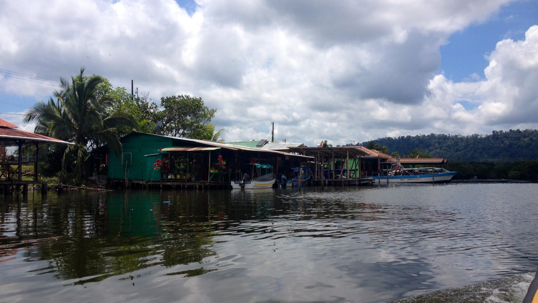 Wasserhäuser in Almirante