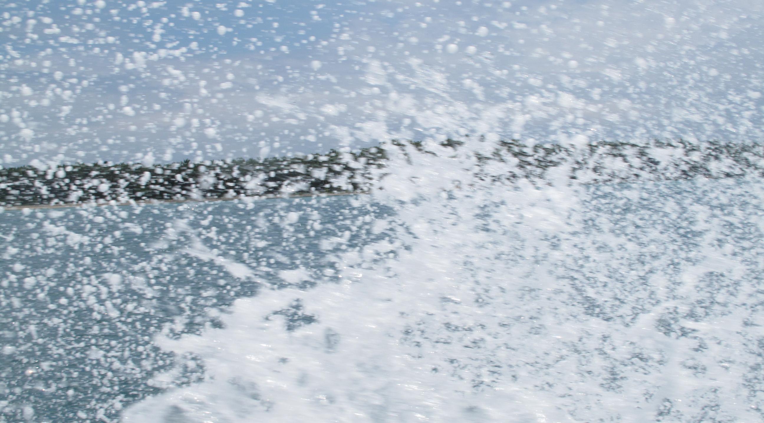 Spritzwasser vom Speedboot in Bocas del Toro